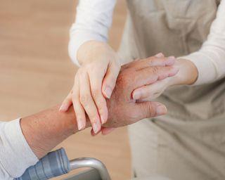 有料老人ホームで、介護保険の自己負担額を軽減する方法はあるのか