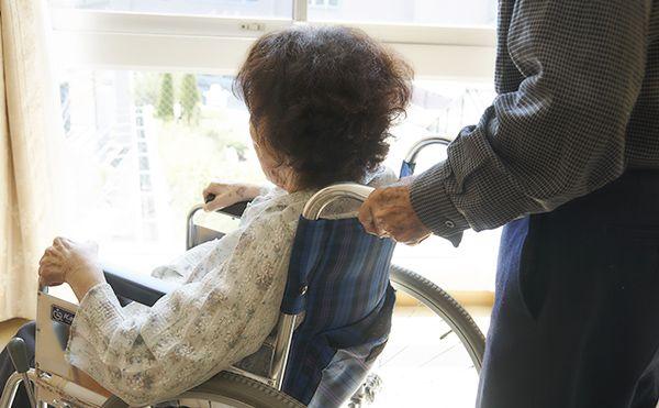 長期入院の為、介護施設から退去を迫られるトラブルがあります。