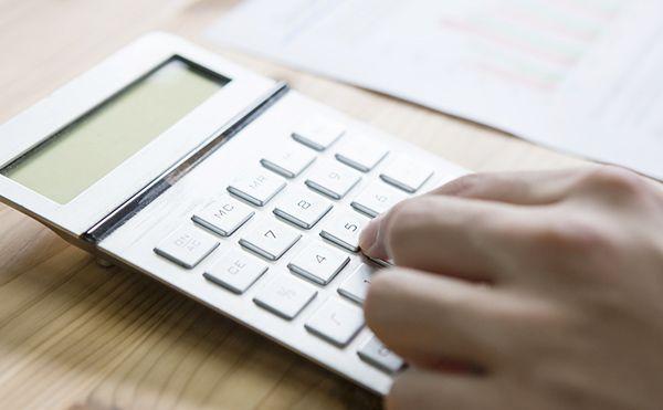 パンフレットに記載されている月額費用と請求される金額が異なっているトラブルがあります。