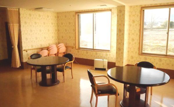 ゆったりとした食堂スペース