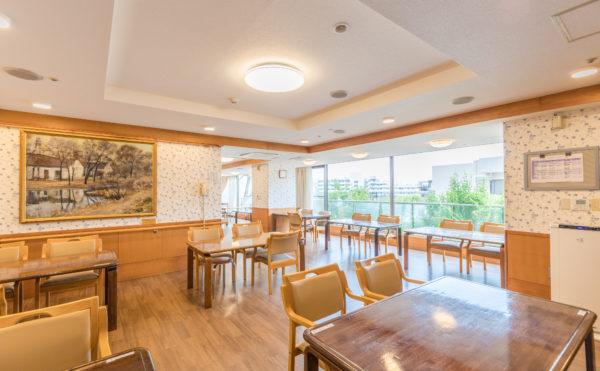 明るく広い食堂