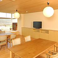 静岡県島田市の介護老人福祉施設 特別養護老人ホームほたるの丘はユニット型の完全個室で全てのお部屋にトイレ、洗面台が完備されておりますので、ご自宅と同じように過ごしやすく、安心して生活して頂くことが出来ます。