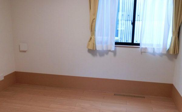 居室 ミディアム色のインテリアが落ち着いた空間を作っています。毎日が快適に過ごす事が出来ます。