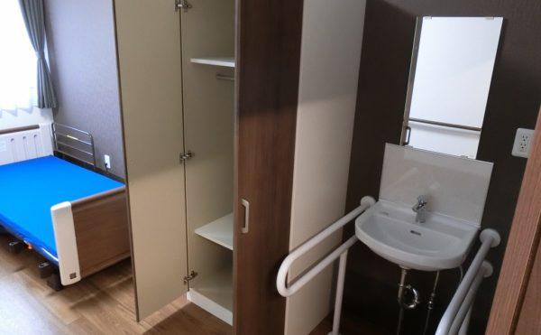 お部屋には、クロ―ゼット・洗面がついております。