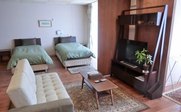 モデルルーム②(お二人用) お二人用のの標準タイプの居室のモデルルーム。室内は洗練されたインテリアです。(ゆずり葉の森)