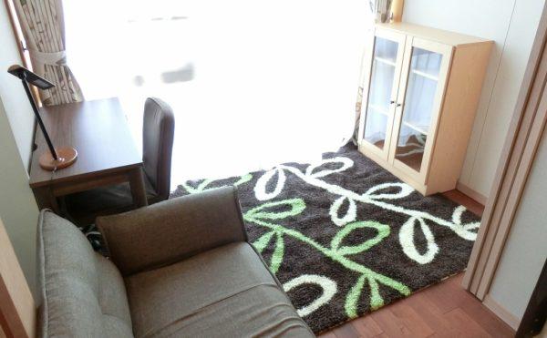 サンルーム 各居室には、サンルームが設けられておりとても明るく開放的に毎日を過ごす事が出来ます。(ゆずり葉の森)