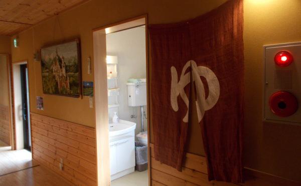 洗面・脱衣・洗濯室の奥に浴室と一般的な家庭と同じ