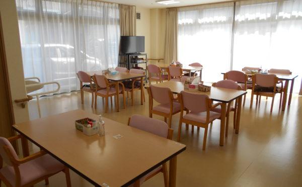 食堂  広くて開放的な食堂で、ナチュラルに統一され毎日快適に食事することが出来ます。(なごやかレジデンス清水八坂)