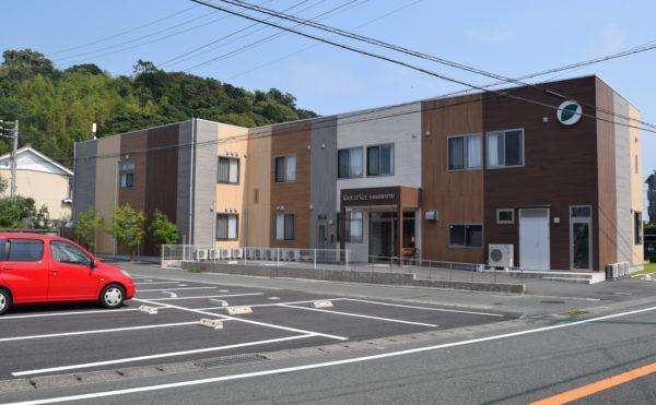 外観② お洒落な外観の2階建の施設で、周辺の街に存在感のある建物となっています。 (ゴールドエイジ浜松)