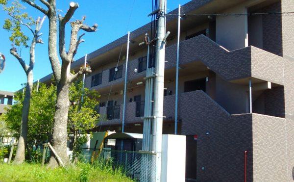 外観 施設建物は重厚な3階建で、入居する方に尊厳を与えてくれる存在感のある建物になっています。(グループホーム旬彩)