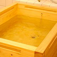 ヒノキのお風呂で温泉気分♪