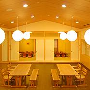 天井が高く開放感のある地域交流室