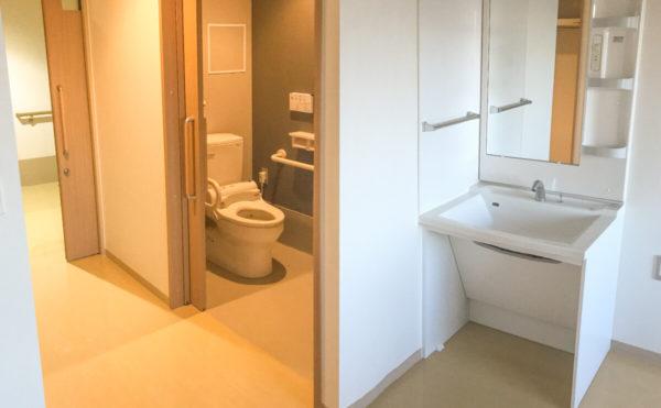 居室 トイレ、洗面所