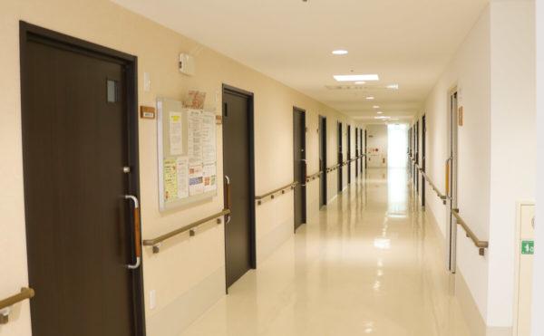 廊下 車椅子の方でも楽々通れます。
