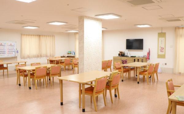 食堂 明るい雰囲気の食堂で毎日楽しく食事をすることが出来ます。