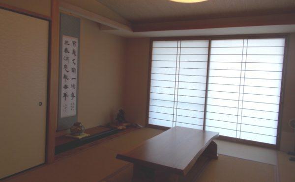 和室 内障子や床の間・落とし掛けのある本格的な和室で入居者様が自由に利用する事が出来ます。(シニアあしたば)