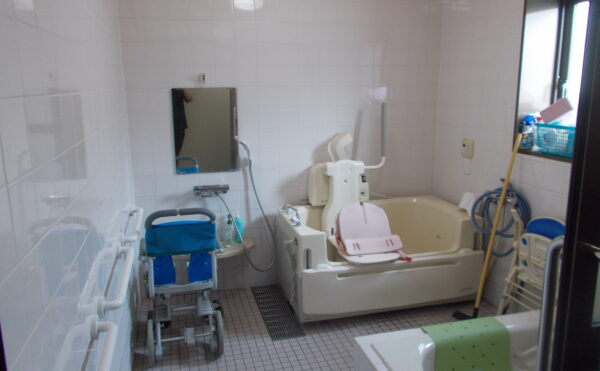 お身体が不自由になってもお風呂に入れるように機械浴もあります