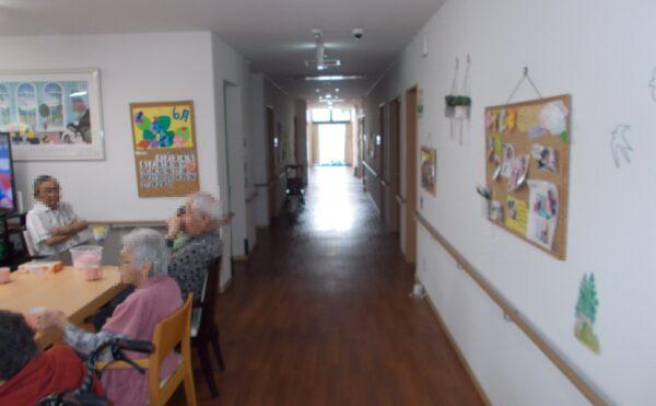 広い廊下です