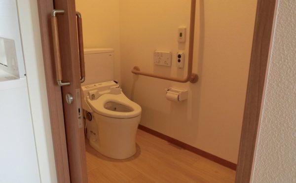 居室にトイレ付いています。