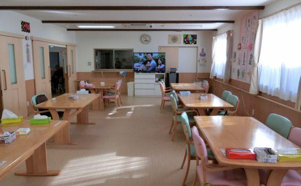 食堂兼機能訓練室です。明るい雰囲気です。