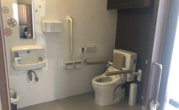 清潔な共同トイレ