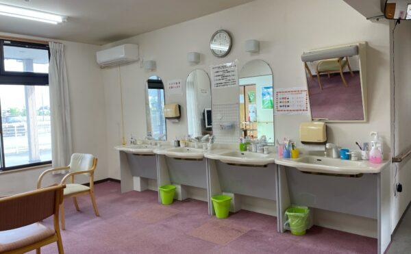 共用スペースの洗面所です。
