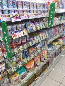 薬局で市販されている介護食。栄養を補助する食品や経口補水する食品もあります。