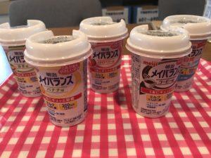 薬局で市販されている介護食「メイバランス」。飲んで栄養を摂取するタイプの介護食になります。