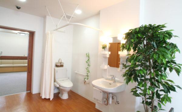洗面・トイレ 各居室には一体となった空間に洗面・トイレが設置され安心して利用する事が出来ます。(ベストライフ富士)