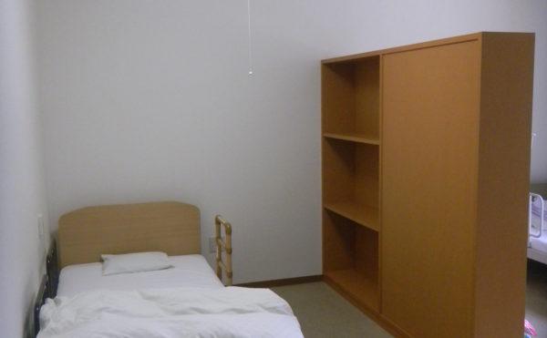 4人部屋 一人ではさみしい方・料金を抑えたい方に合わせてご用意しております。(住宅型有料老人ホーム マコDEホーム弁天)