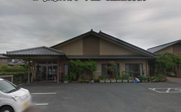 外観・駐車場 平屋建ての建物と木々などの植物が調和された存在感のある建物になっています。(グループホームきらら浜松)