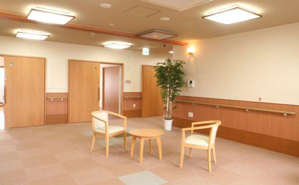 談話室 大空間に設けられている談話スペースで、くつろぐことが出来るようになっています。(ベストライフ 沼津)