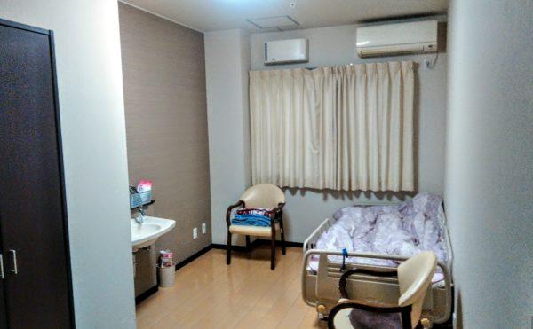 居室② 家具の入った状態の写真。機能的に配置され使い勝手が良くなっています。(グループホーム ケアクオリティ 和みの詩)