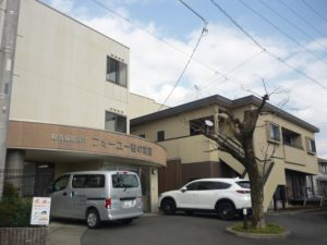 富士宮市にある介護付有料老人ホームの地域密着型特定施設入居者生活介護フォーユー若の宮です。