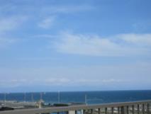 施設屋上 施設屋上から望む伊豆方面の景色が最高です。(日の出の方向)(あっとほーむ高松)
