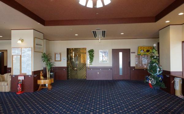 エレベーターホール 広くて開放感があり、カーペット仕上げで高級感のあるホールスペースになります。(みかんの郷)