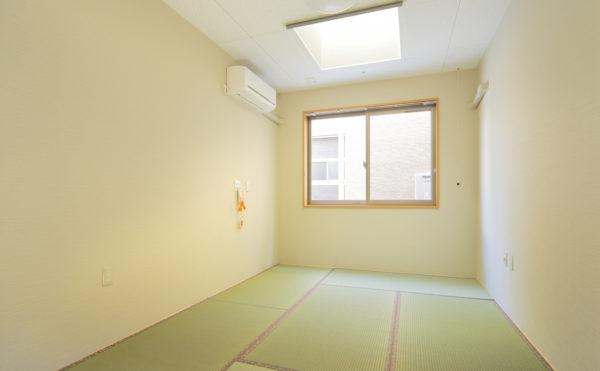 居室(和室) 居室には畳のお部屋を用意して、入居者様の要望に合わせてご利用いただけます。(ウィル名塚 おもてなしの郷)