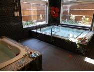 浴室 3名様毎のご入浴で外には中庭をお風呂につかりながら楽しめて、リフレッシュすることが出来ます。(ラ・ナシカ しまだ)