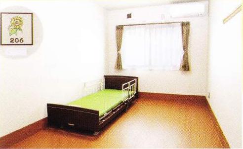 2階居室 シンプルですが飽きのこない内装インテリアで、毎日を穏やかに過ごす事が出来ます。(グループホームつどい)