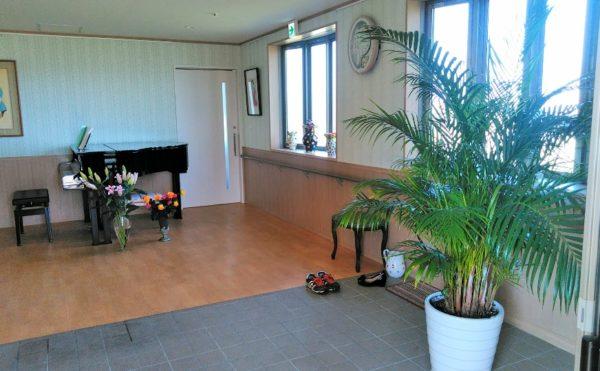 玄関エントランス 広くバリアフリーで段差なく手すりの設置など安心して利用する事が出来ます。(グランマ「ハノン」&「カノン」)
