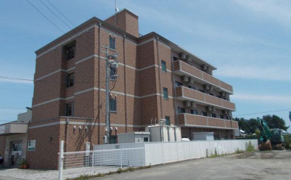 外観② 施設建物は4階建で重厚なタイル調の外観で周囲に存在感のある建物になっています。(あっとほーむ高松)