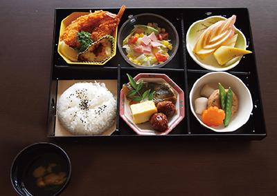 食事 毎日の食事は統一された器で配膳され、楽しみながら食事をすることが出来ます。(櫻乃苑 浜松天竜プレミアフロア)