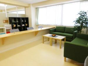 カフェコーナー くつろぎの談笑スペースとして施設内の1階にはカフェコーナーが設けられています。(クレセント和合)