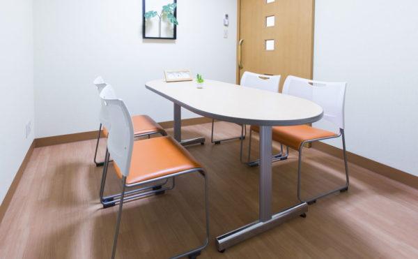 個室・談話室  施設内には少人数で相談ごとなどお話しできる個室・談話室を設けています。(そんぽの家 浜松高丘)