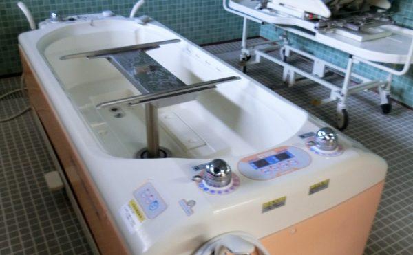 機械浴が可能です。清潔感のある空間で機械浴をすることが出来ます。(ツクイ・サンシャイン御殿場)
