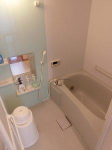 浴室 清潔感のある浴室で、手すりなど安心して快適に利用する事が出来ます。(サービス付き高齢者向け住宅らくじゅ沼津足高館)