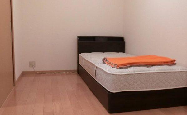 居室 ナチュラルな内装で統一された空間は落ち着いて毎日過ごす事が出来ます。(サービス付き高齢者向け住宅らくじゅ沼津足高館)