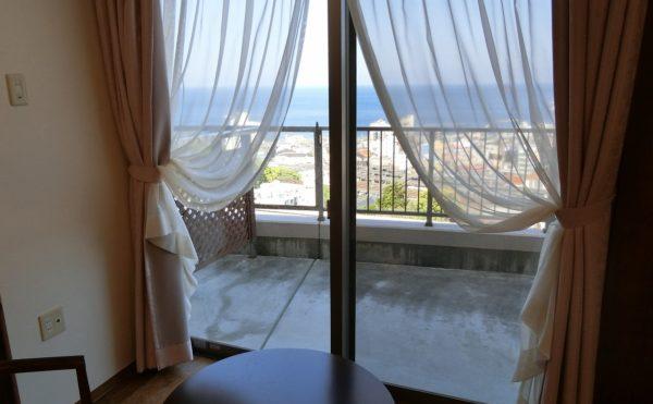 素晴らしい眺望が望める部屋があります。太平洋を眼前に眺めながら快適に過ごす事が出来ます。(スカイテラス伊東)