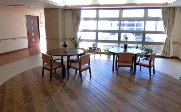 開放感のある居室階リビングです。大きな窓が配置されていて快適に過ごす事が出来ます。(スカイテラス伊東)