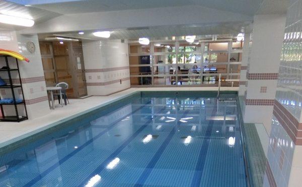 温泉プールが利用できます。清潔感があり身体をリフレッシュ・快適に利用できる温泉プールです。(スカイテラス伊東)